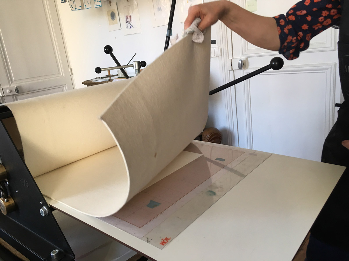 Ateliers de gravure. soulever le lange